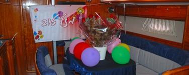 יאכטה מפוארת בהרצליה,יום הולדת רומנטי ביאכטה, Romantic sailing, הפלגת כייף קבוצתית,הפלגת כייף משפחתית